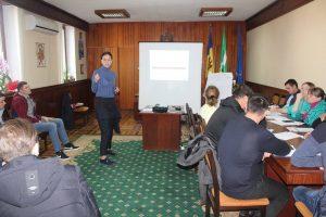 """""""Marketingul afacerii"""" – seminar organizat pentru tinerii participanţi la Programul de granturi în cadrul Fondului de susţinere a antreprenoriatului"""
