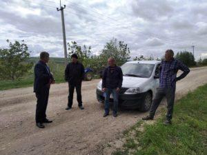 Consilierii raionali inspectează drumurile care urmează a fi reparate