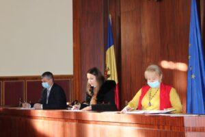 Consilierii raionali s-au întrunit în ședință extraordinară