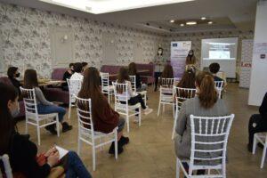 Tinerii din raionul Şoldăneşti au fost instruiţi în domeniul transparenţei şi prevenirii corupţiei