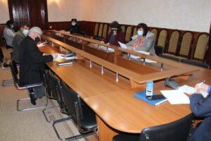 Grupul de lucru pentru achiziţiile publice a examinat ofertele privind achiziţionarea lucrărilor de reparaţie şi întreţinere a drumurilor raionale