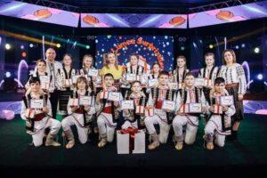 """Două grupuri artistice de copii din or. Șoldănești au participat în cadrul emisiunii televizate """"În Lumea Surprizelor"""""""