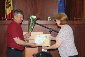 Funcţionarii publici au fost felicitaţi şi decernaţi cu diplome cu ocazia sărbătorii lor profesionale